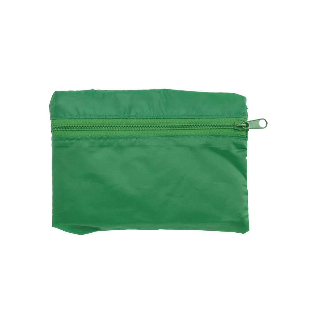Bolsa plegable resistente y suave, en variados y vivos colores. Con asa reforzada en nylon y sistema de plegado usando el bolsillo frontal con cremallera a juego. Con fuelle, de acabado cosido y plegado de pequeño tamaño.Medidas: 40x37x6 cm (desplegada)Peso: 30 gÁrea máxima de marcaje: 80x40 mm (en bolsa plegada), 265x240 mm (en bolsa desplegada)Material: Poliéster 190t